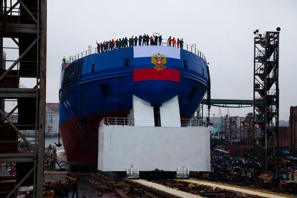 Балтийский завод спустил на воду дизель-электрический ледокол «Виктор Черномырдин»