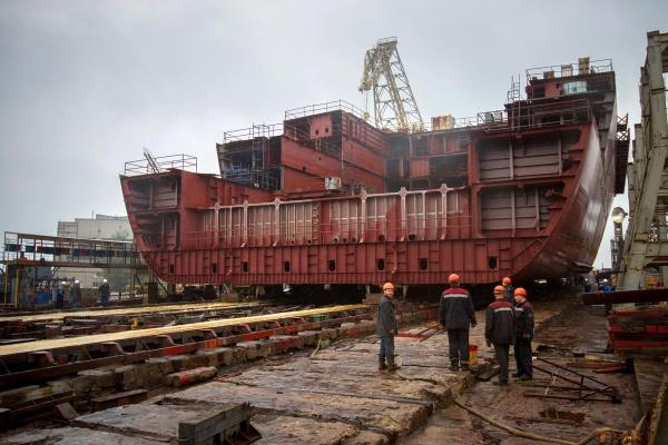 Корпус атомного ледокола «Сибирь» занял место «Арктики» на стапеле